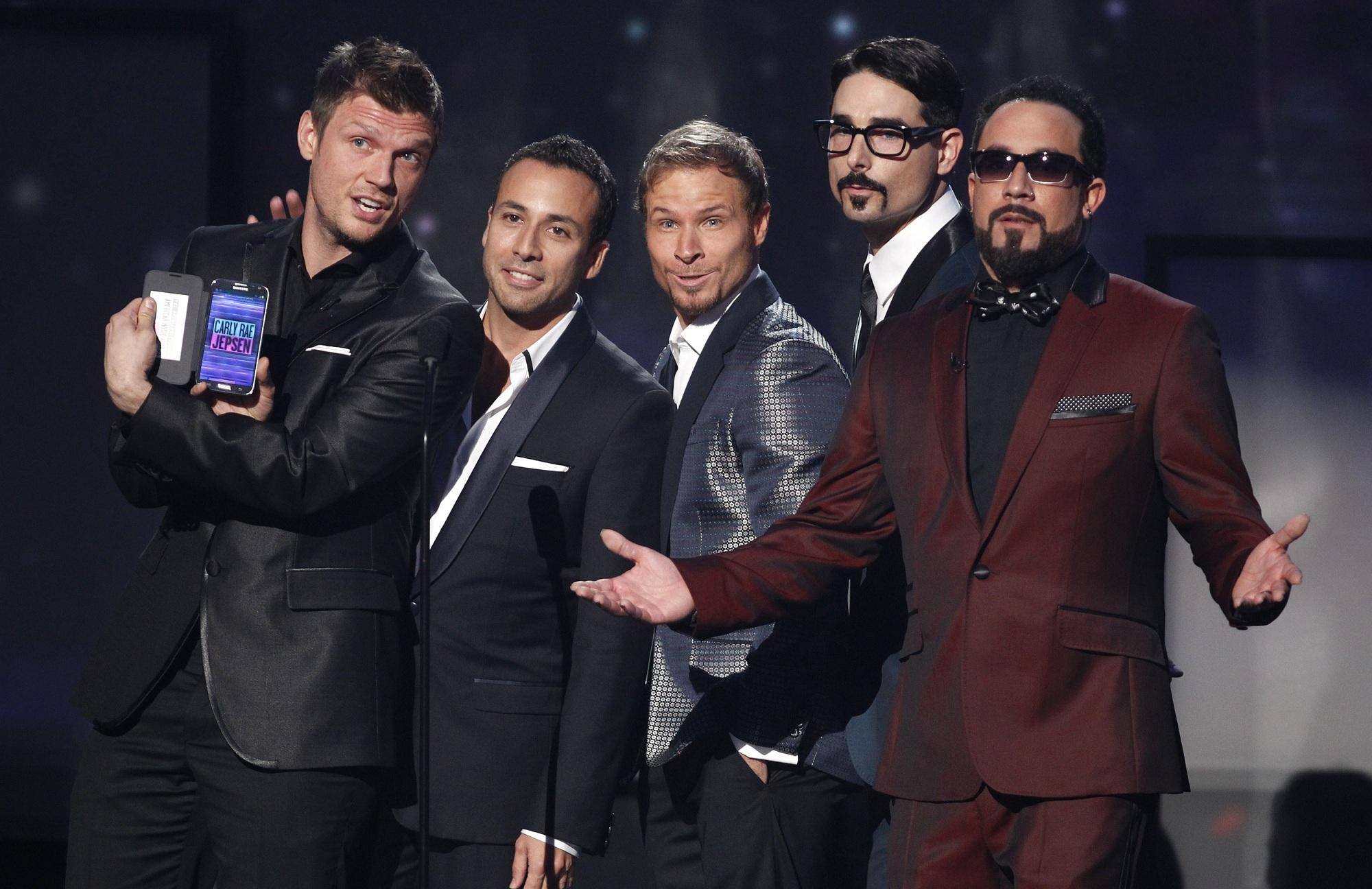 مشاهير الغناء في العالم يحيون حفلا خيريا من منازلهم لصالح محاربي كورونا
